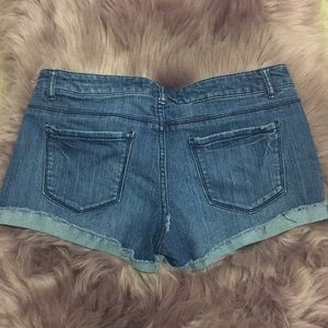 Forever 21 Shorts - Forever21 Denim shorts size 28